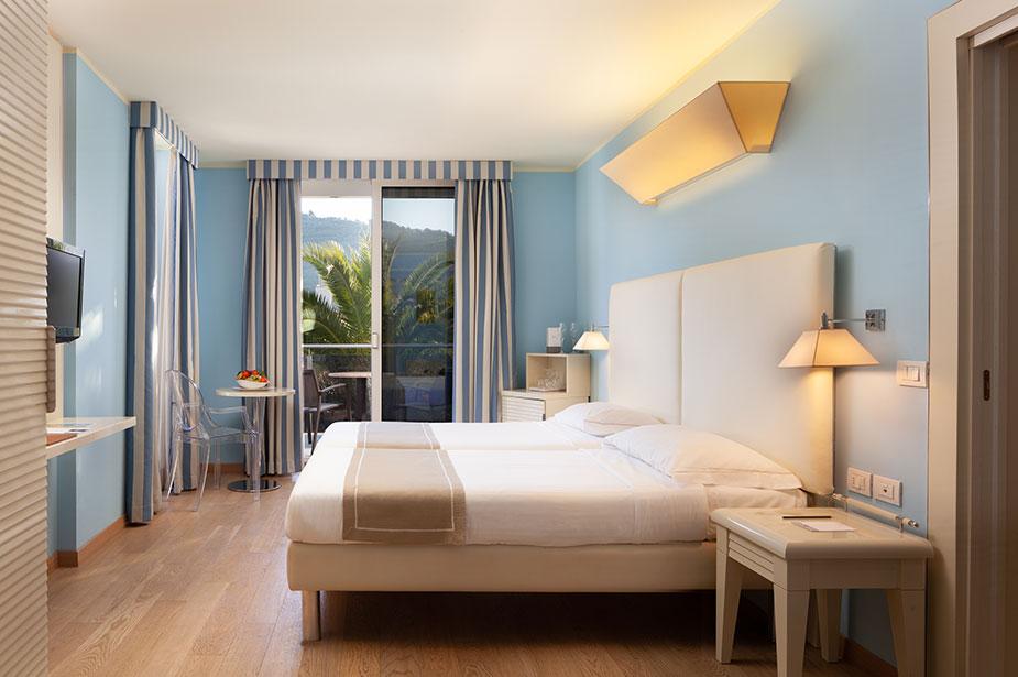 Hotel Kristal Palace 4 Stelle Superior A Riva Del Garda Con Piscina Tn